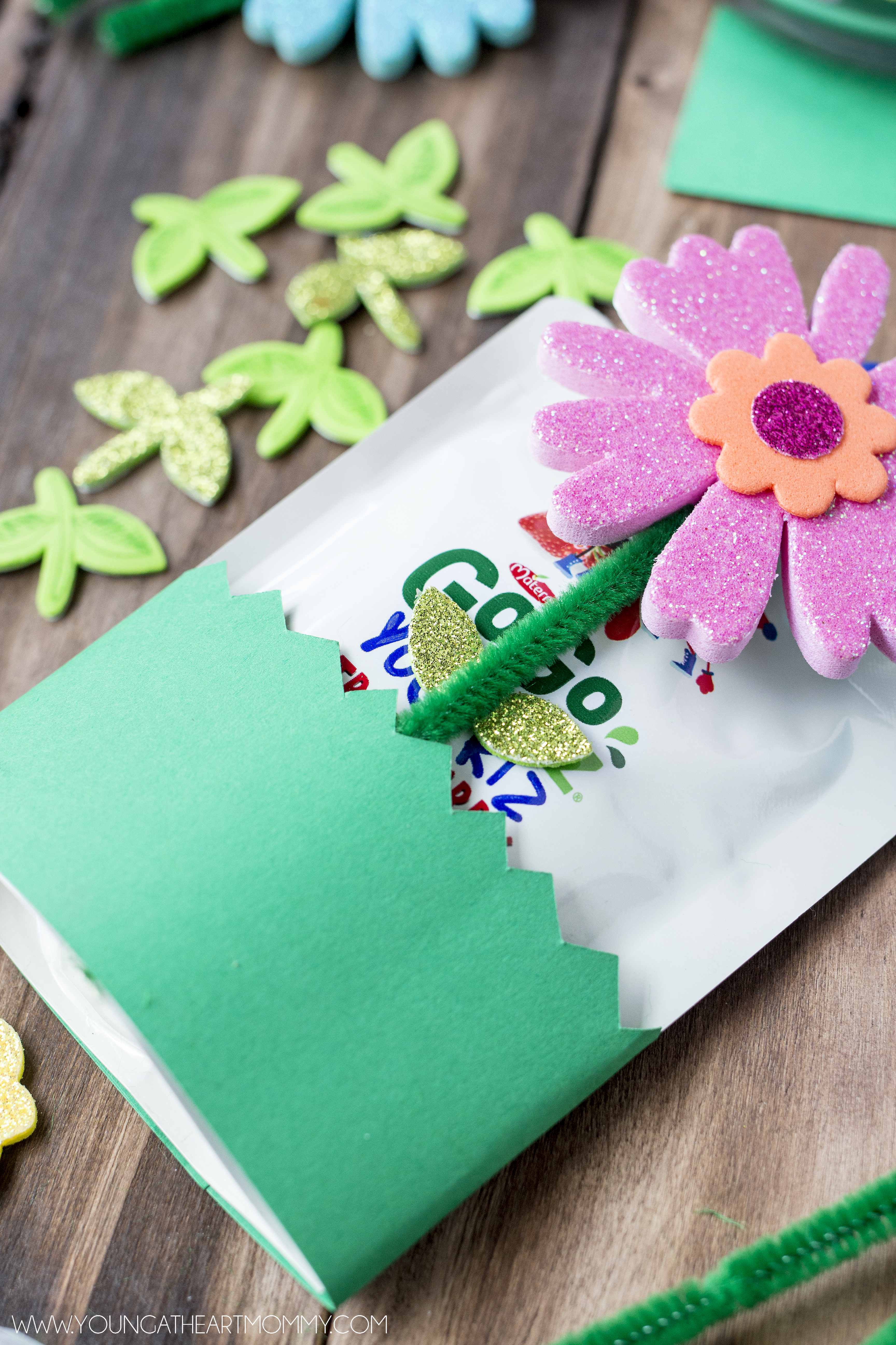 DIY-Springtime-Flower-Pouch-For-Kids-Lunches